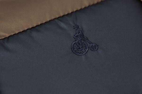 約翰公爵 經典連帽立領鋪棉拚色防風外套 (深藍)