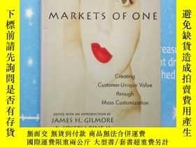 二手書博民逛書店MARKETS罕見OF ONE Creating Customer-Unique Value through Ma