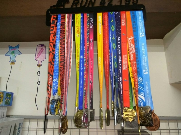 【鼎立資訊 】馬拉松獎牌展示架 獎牌掛架 獎牌展示收納架 跑步獎牌 收藏雙層收納