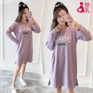 孕婦裝 MIMI別走【P12107】紫色小幸運 圓領字母長袖哺乳衣 哺乳裙 月子睡衣