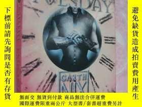 二手書博民逛書店Grim罕見Tuesday (The Keys to the K