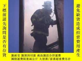二手書博民逛書店Smoke罕見Your Firefighter Interview-抽你的消防員面試Y443421 Paul
