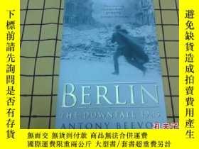 二手書博民逛書店Berlin罕見The Downfall 1945(柏林淪陷,英