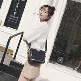 時尚鉚釘小包包女小方包正韓寬肩帶百搭單肩斜背包側背包