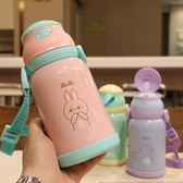 新款兒童吸管杯不銹鋼保溫杯背帶戶外旅行便攜幼兒園卡通學飲水杯