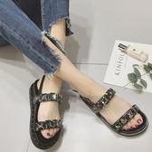 平底羅馬涼鞋 鉚釘休閒厚底水鑽涼鞋《小師妹》sm659