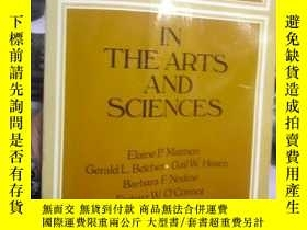二手書博民逛書店READINGS罕見IN THE ARTS AND SCIENC