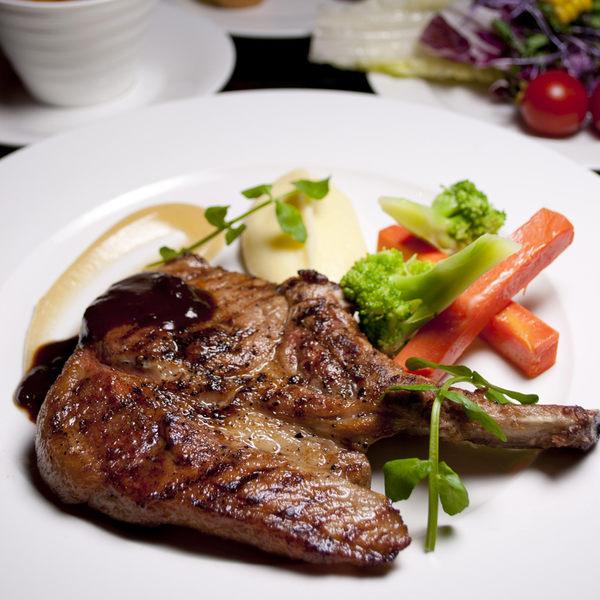 台北君品酒店6F雲軒平日午或晚餐主菜1客+自助吧吃到飽