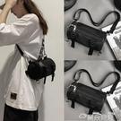 尼龍包側背水桶包小圓筒包包女2021新款潮圓柱形斜背黑色百搭尼龍帆布包 雲朵走走