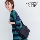 Queen Shop【06010319】基本素色側背郵差包 兩色售*現+預*