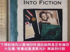 二手書博民逛書店Turning罕見life into fiction finding character plot setting