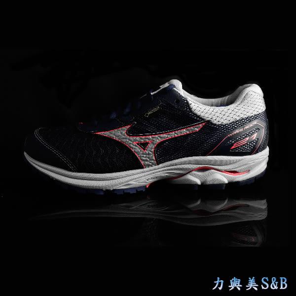 【GORE-TEX】MIZUNO 女慢跑鞋 鞋面防水設計 透氣性佳 舒適好穿 深藍色鞋面 【1179】