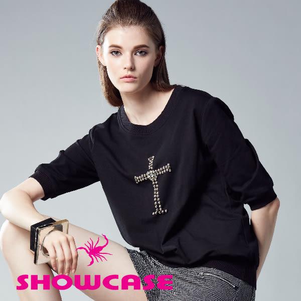 【SHOWCASE】個性十字架鉚釘五分袖休閒棉T/上衣(黑/藍)