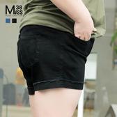 Miss38-(現貨)【A04576】褲管反折 百搭雙色 後腰鬆緊帶 彈性休閒 大尺碼牛仔褲 短褲-中大尺碼女裝