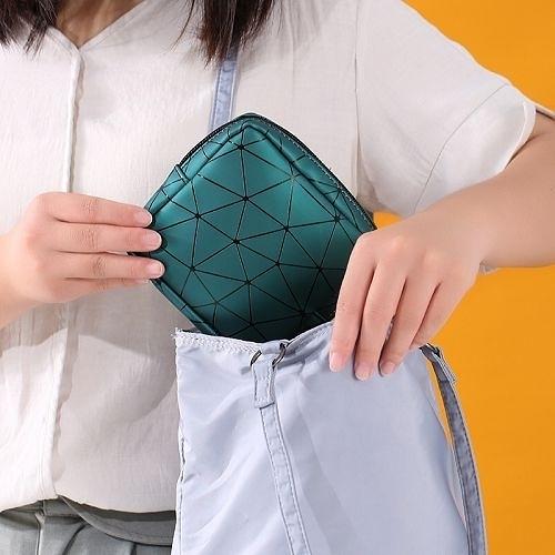 菱格紋防水隨身收納包 衛生棉包 整理袋 化妝零錢包 (隨機出貨)