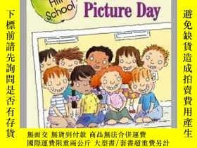 二手書博民逛書店Class罕見Picture DayY362136 Margaret McNamara... Simon Sp