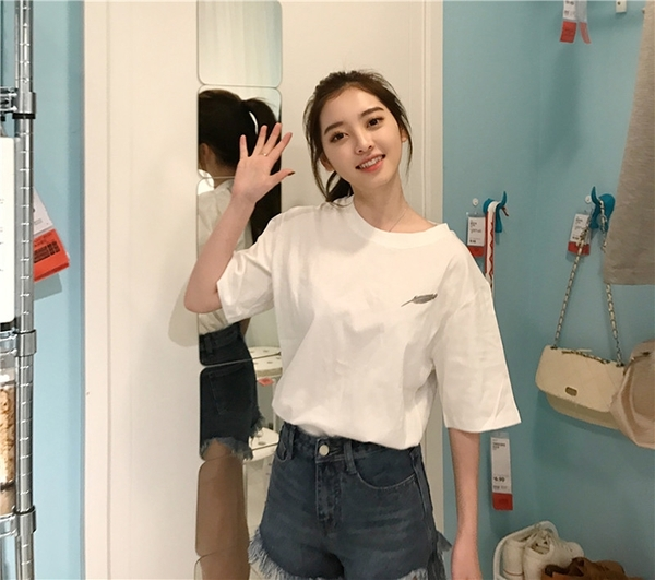 EASON SHOP(GQ0363)韓版簡約小羽毛設計圓領短袖T恤寬鬆落肩女上衣服彈力素色棉質內搭衫黑色白色春夏
