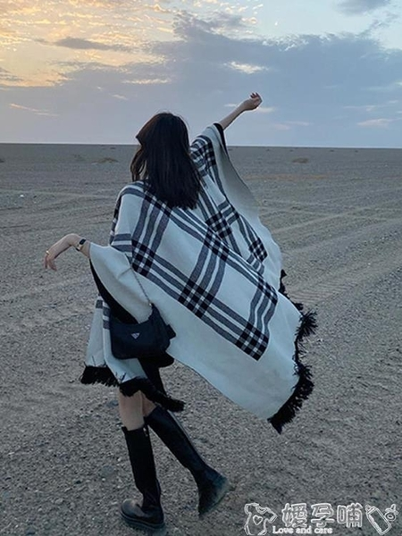 斗篷披肩 2021秋冬新款百搭黑白格子披肩外套女外穿斗篷兩面穿毛針織大方巾 嬡孕哺