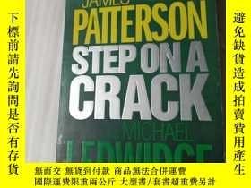 二手書博民逛書店PATTERSON罕見STEP ON A CRACK164578