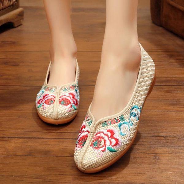 新款平底鞋老北京布鞋女繡花鞋民族風廣場舞漢服鞋子牛筋底 蒂小屋服飾