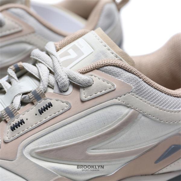 FILA x BTS PROJECT 7 CURVELET 粉卡其 仿舊 復古 情侶款 休閒鞋 男女 (布魯克林) 4J538U925