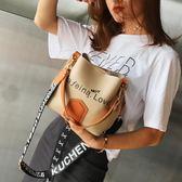 水桶包水桶包包女新款韓版潮百搭寬肩帶單肩包簡約撞色大容量側背包  初語生活