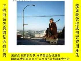 二手書博民逛書店【罕見】Jeff Wall:The Crooked Path 2