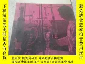二手書博民逛書店Chemistry罕見in Canada(化學在加拿大)1967