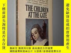 二手書博民逛書店The罕見Children at the Gate by Edw