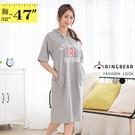 短袖洋裝--輕鬆休閒英文字母印花抽繩連帽短袖連身裙(黑.灰M-3L)-D593眼圈熊中大尺碼