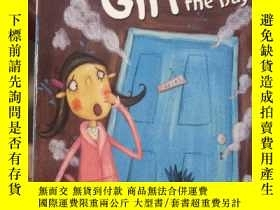 二手書博民逛書店The罕見Naughtiest Girl Saves the D