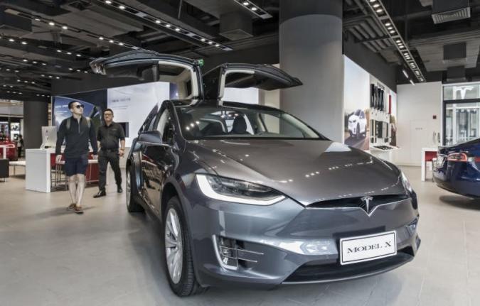 Tesla investiert in China, baut Produktionsstätte