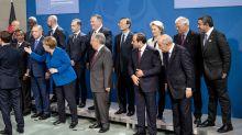 Conte e Putin in ritardo per la foto di famiglia a Berlino