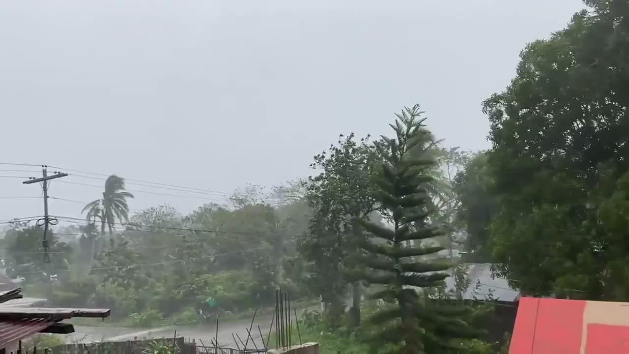 Strong Winds and Heavy Rains Batters the Philippines as Typhoon Vamco Approaches