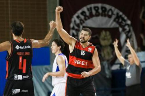 Flamengo bate Pinheiros larga na frente nas quartas do NBB