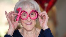 Las mujeres viven más años, pero con peor salud que los hombres (esta es la razón)