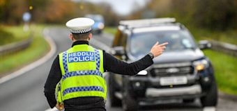 Police set up checkpoints as people flock to beaches