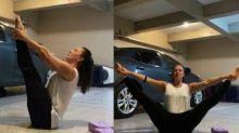 Claudia Raia exibe elasticidade ao praticar yoga na garagem