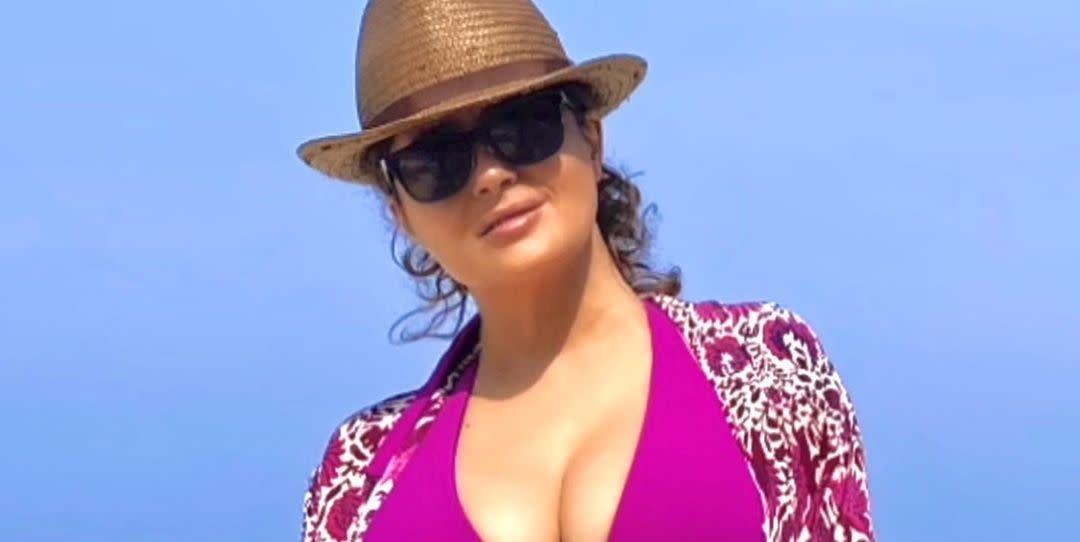 Salma Hayek Has No Plans to Stop Posting Bikini Photos: 'I Have No Shame on It' - Yahoo Lifestyle