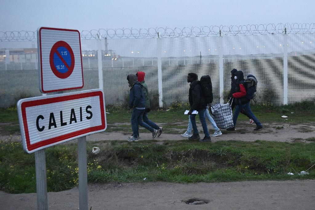 """More than 3,200 migrants have so far been transferred from the """"Jungle"""" camp in Calais to centres around France (AFP Photo/Francois Lo Presti )"""