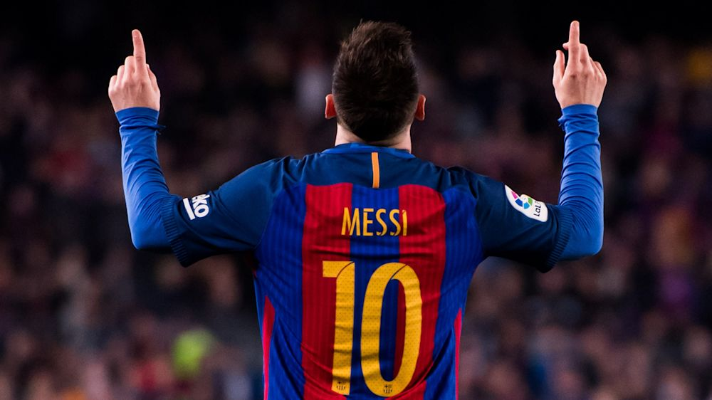 Barca-Star Lionel Messi zeigt seine Trikotsammlung