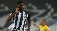 Apesar dos dois gols, Matheus Babi lamenta desatenção do Botafogo na derrota contra o Vasco