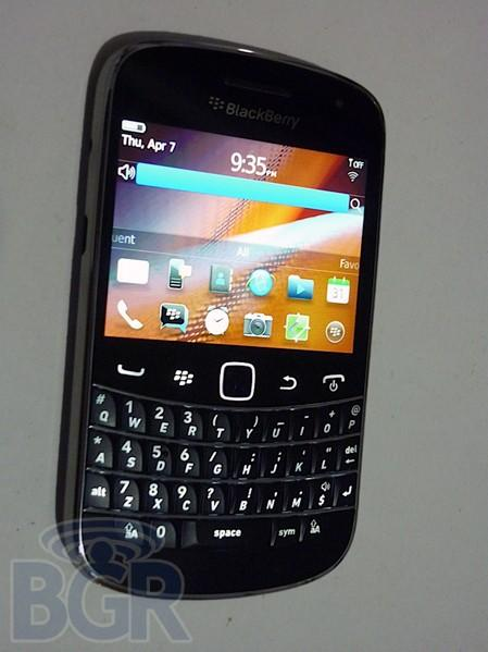 BlackBerry Bold Touch prototype photographed, leaves a good impression