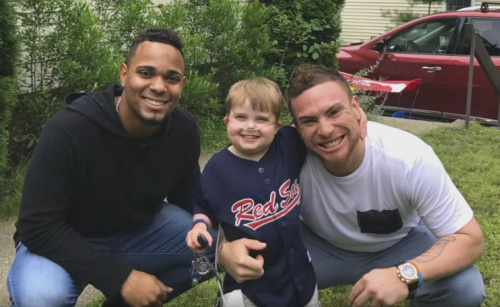 Ari Schultz met his hero, Xander Bogaerts, and Red Sox catcher Christian Vazquez last week. (AriEcho ofHope)