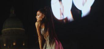 Ariana Grande por poco y termina en el piso en concierto