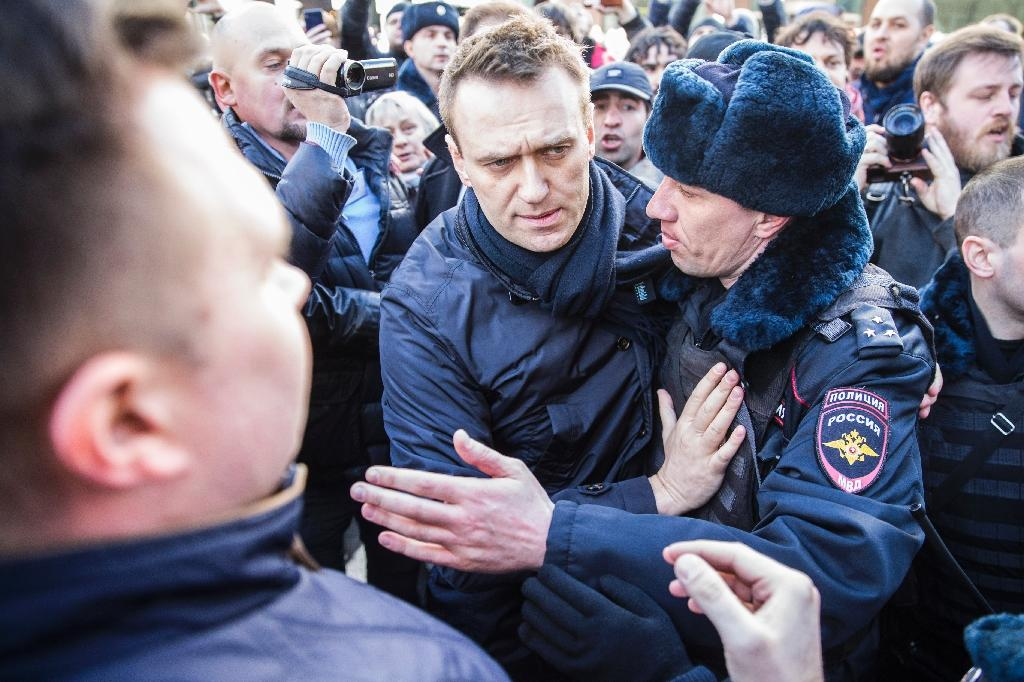 Police officers detain Kremlin critic Alexei Navalny during an unauthorised anti-corruption rally in central Moscow on March 26, 2017 (AFP Photo/HO)