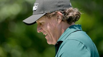 Mickelson apologizes for U.S. Open meltdown
