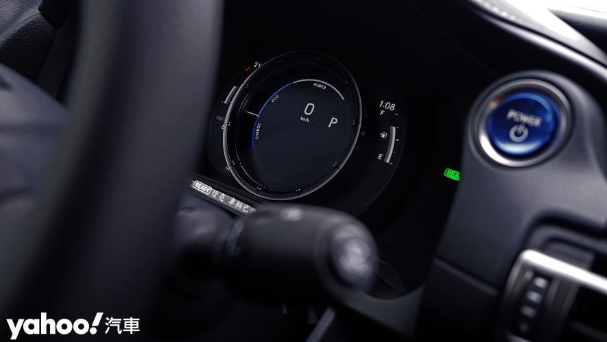 跑格煉成陣下的折衷之作!2021 Lexus小改款IS300h F Sport試駕 - 11