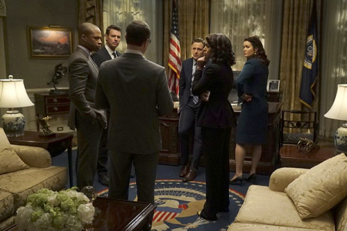 Cornelius Smith Jr., Scott Foley, Joshua Malina, Tony Goldwyn, Kerry Washington and Bellamy Young in ABC's Scandal.