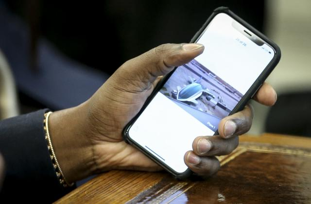 Kanye West wants Apple to build Trump an 'iPlane'